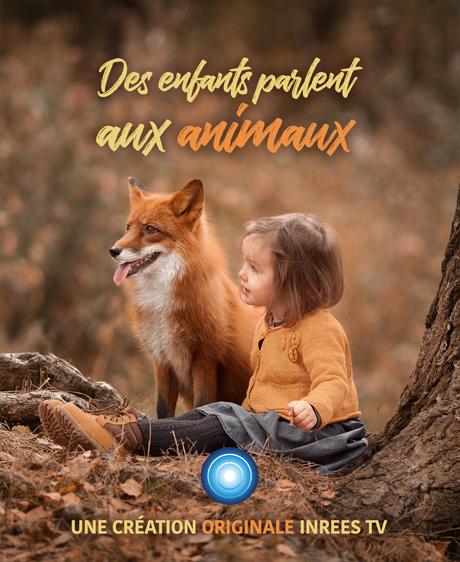 Des enfants parlent aux animaux